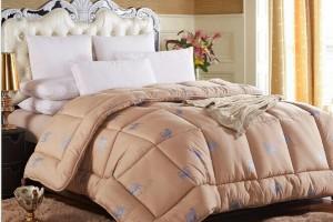 Как правильно постирать одеяло из верблюжьей шерсти?