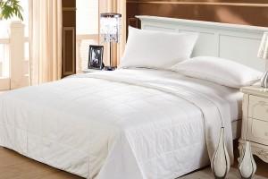 Как правильно ухаживать за одеялом с шелковым наполнителем?
