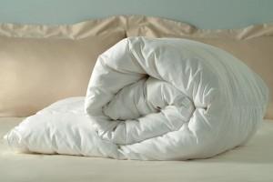 Основные плюсы и минусы одеяла из холлофайбера