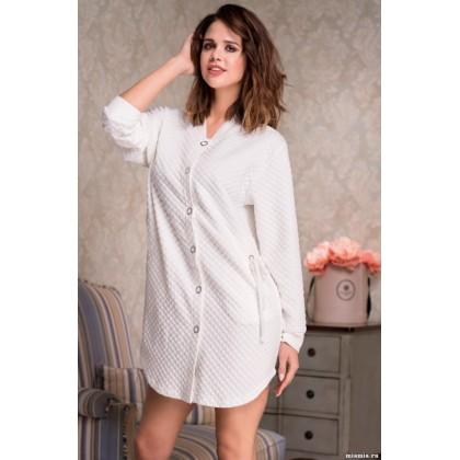 Короткий халат с длинным рукавом выполнен из фактурного трикотажного полотна Nadin (EMM 6587)